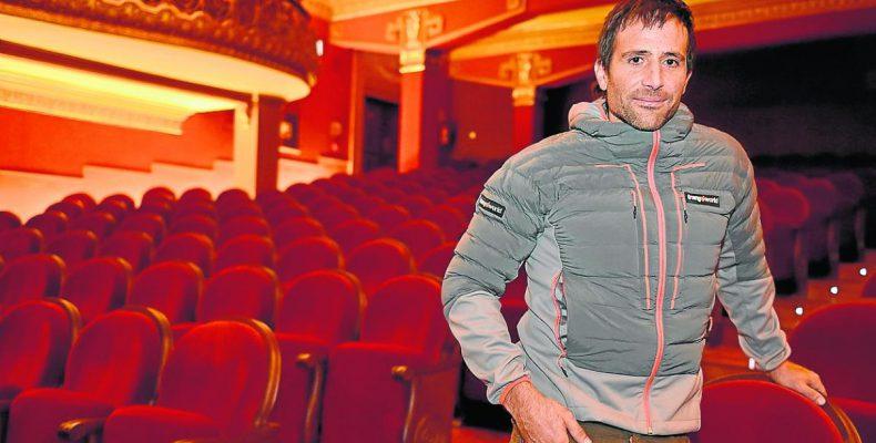 Alex Txikon en el Teatro Olimpia de Huesca(Foto: Heraldo de Aragón)