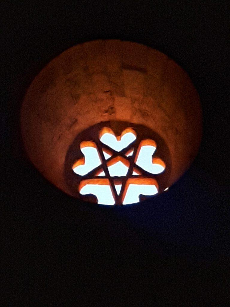 Roseton y pentalfa en la ermita de San Bartolomé de Ucero